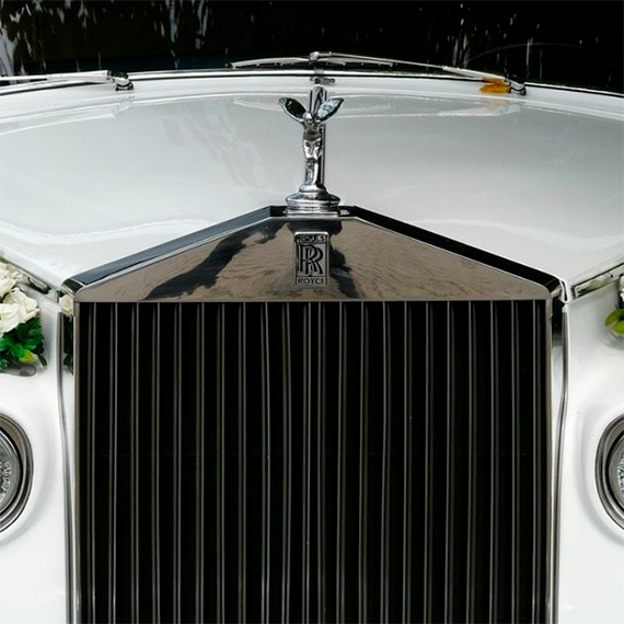 El uso de vehículos cromados en bodas